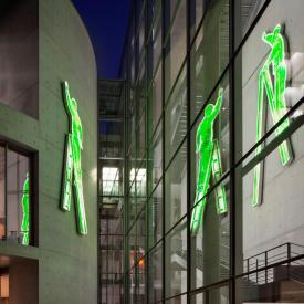 Neo Rauch: Mann auf der Leiter, 2001 / © VG Bild-Kunst, Bonn; Fotonachweis: BBR / Werner Huthmacher (2011)