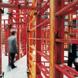 Franka Hörnschemeyer: BFD - bündig fluchtend dicht (Raumlabyrinth), 2001 / © VG Bild-Kunst, Bonn; Fotonachweis: BBR / Stephan Erfurt (2001)